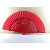 Abanico de madera color rojo para decorar con las varillas caladas