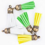 Set de borlas de falso cuero vuelto blanco, amarillo, verde